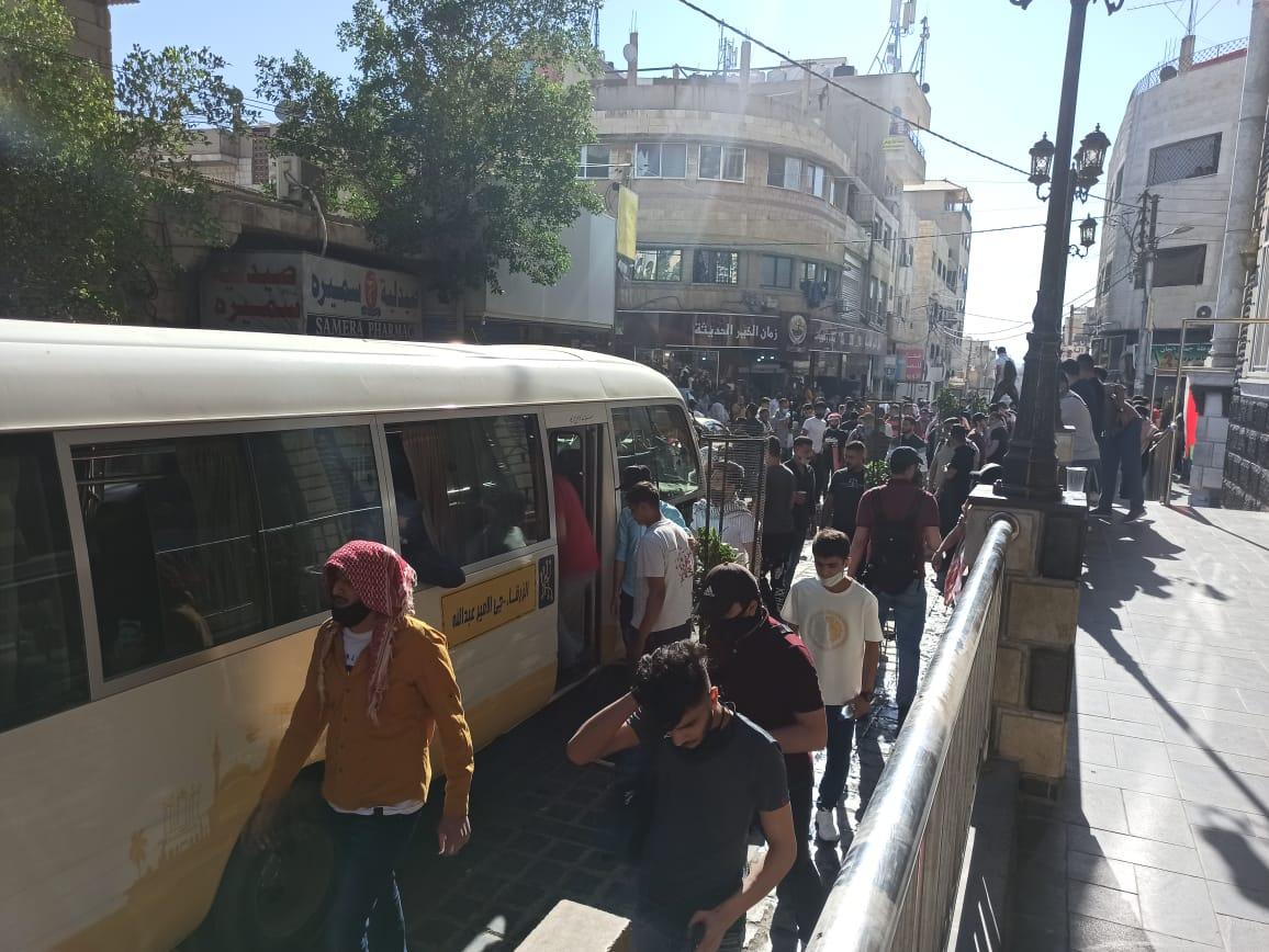 أردنيون يزحفون إلى الحدود مع فلسطين من محافظة الزرقاء